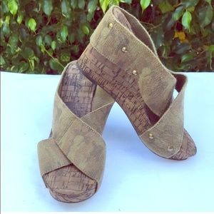 Lucky Brand cross front camo fabric wedges.